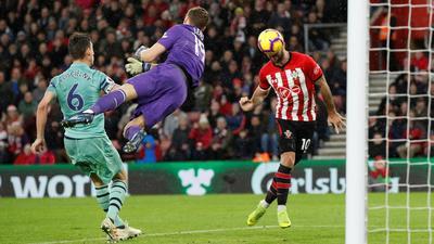 Hàng thủ hớ hênh, Arsenal thua thảm Southampton