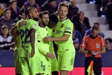 """Messi lập hat-trick, Barca thắng """"bàn tay nhỏ"""""""