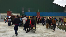 Liên tục chậm lương, 300 công nhân công ty đình công đòi tiền