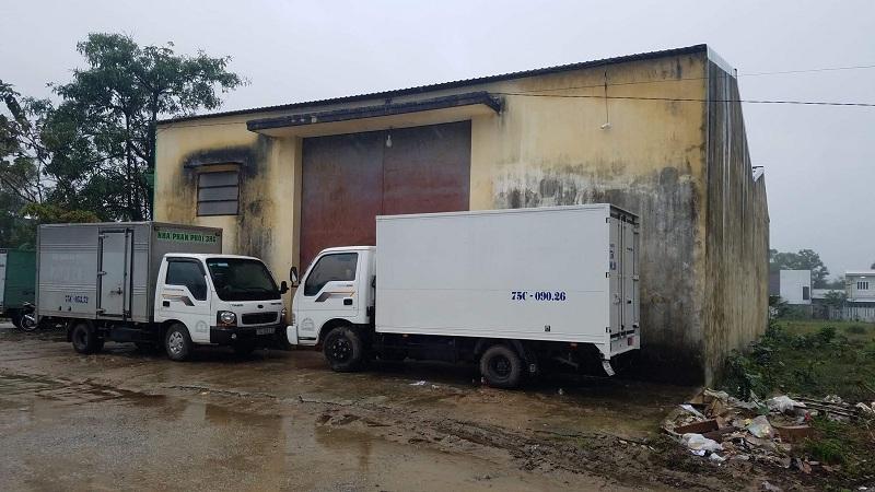 Hy hữu: Bảo vệ bị thùng mì tôm đè chết trong nhà kho