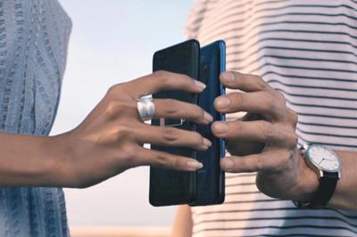 Galaxy S10 gây sốc khi có thể sạc không dây cho điện thoại khác