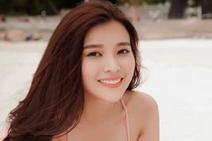 Cao Thái Hà diện bikini khoe vòng 1 nóng bỏng