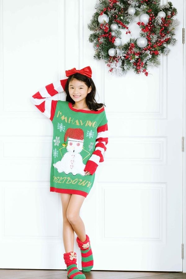 Trương Ngọc Ánh diện đồ Giáng sinh với con gái 10 tuổi