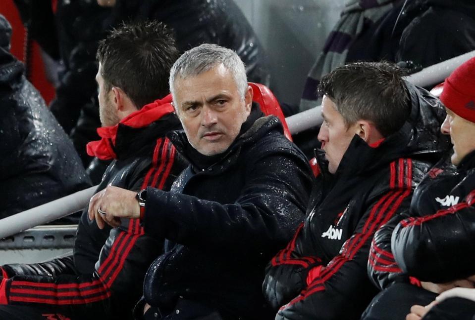 'Thanh trừng' Mourinho, MU mất 24 triệu bảng tiền bồi thường