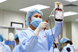 Cao điểm thiếu máu, người bệnh trên khắp 180 bệnh viện mòn mỏi chờ
