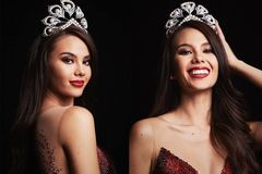Đẹp như tân Hoa hậu Hoàn vũ 2018 Catriona Gray vẫn bị soi khuyết điểm nhan sắc