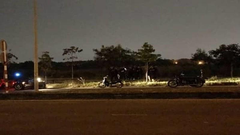 Cặp đôi bất động trên ghế đá làng đại học: Nữ sinh vừa tử vong