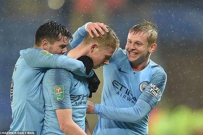 """Man City vào bán kết Cup Liên đoàn sau màn """"đấu súng"""""""