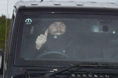 """Phản ứng lạ của cầu thủ MU sau khi Mourinho """"bay ghế"""""""