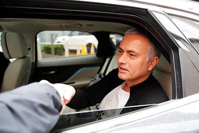 Lộ diện cầu thủ cuối cùng Mourinho định đưa về MU