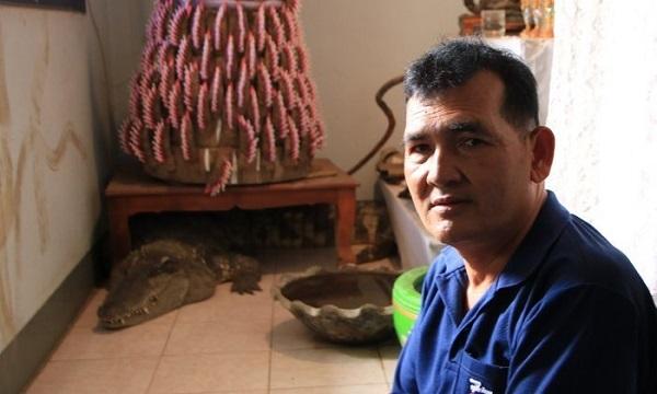 Người đàn ông 20 năm sống chung với cá sấu