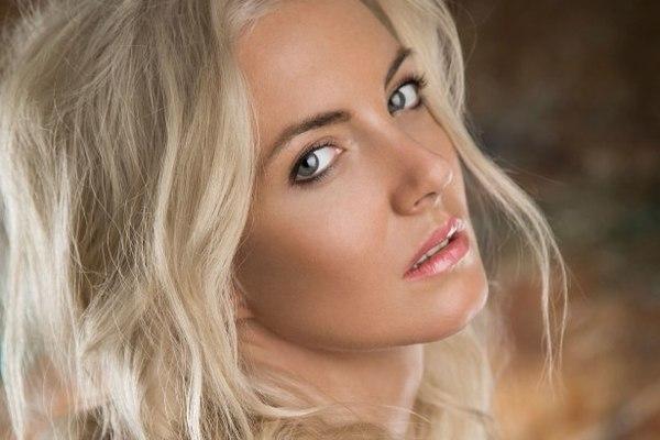 Nữ ca sĩ 34 tuổi thiệt mạng sau khi lao xe xuống sông