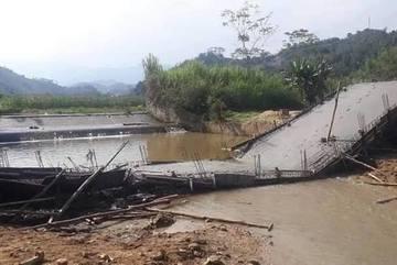 Cầu đang đổ bê tông thì gãy sập ở Yên Bái