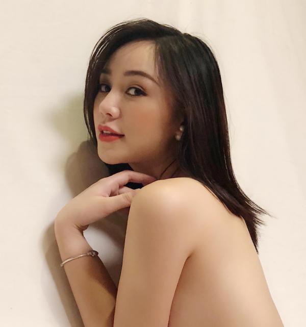 Hot girl 'Quỳnh búp bê': Nhiều lúc bất lực khóc vì phải kiếm tiền trả nợ cho gia đình