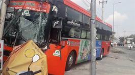 Xe khách Phương Trang nát bươm sau cú tông kinh hoàng