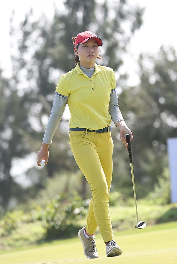 Nữ golfer 15 tuổi được mẹ tiếp lửa tại FLC Vietnam Masters 2018