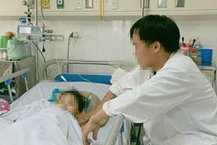 Bé gái 4 tuổi bị kéo lê trên đường gây lóc da và dập bộ phận sinh dục