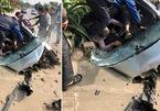Bị sụp cống, Ford EcoSport biến dạng nát bét