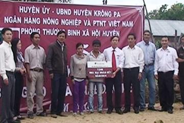 Agribank Krông Pa trao nhà đại đoàn kết cho hộ nghèo