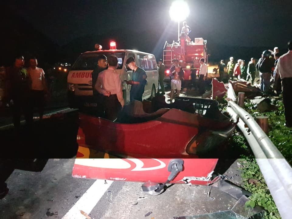 Hai xe bồn tông nhau bốc cháy trên đèo Hải Vân: 1 người chết