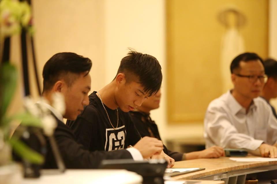Quang Hải, Công Phượng diện mũ sành điệu hội quân tuyển Việt Nam