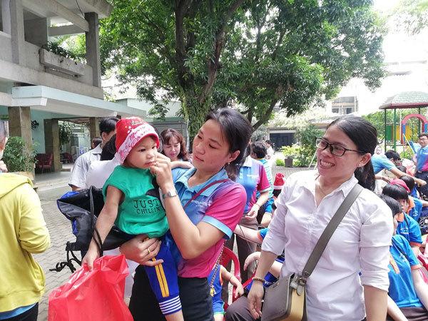 Giáng sinh sớm đến với trẻ mồ côi khuyết tật Thị Nghè