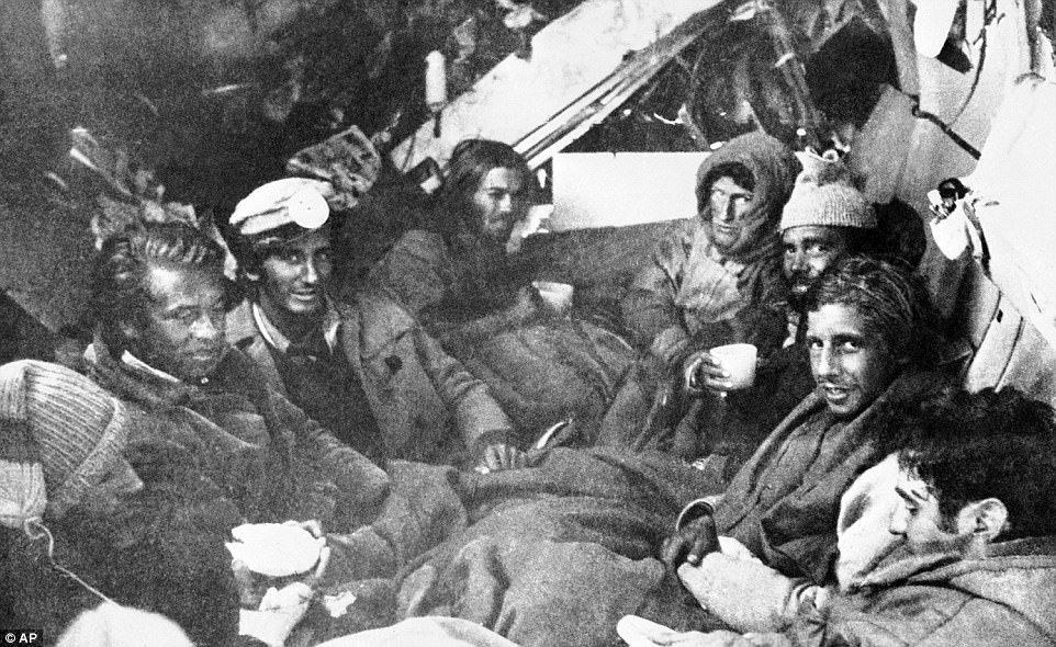 Ngày này năm xưa: Phải 'ăn thịt người chết' để sống sót sau tai nạn máy bay
