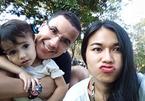 Mái ấm hạnh phúc của HLV thể lực tuyển VN bên vợ Thái Lan và con trai