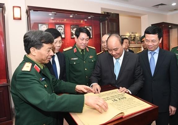 Thủ tướng: Niềm tin của người dân với Quân đội ngày càng được củng cố