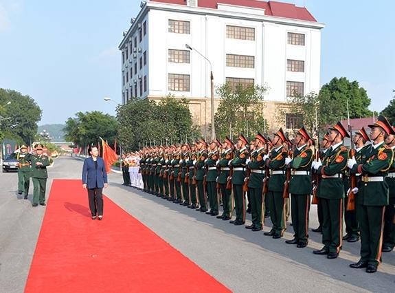 Hình ảnh Chủ tịch QH thăm và làm việc tại Bộ Tư lệnh Quân khu 1