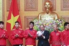 Món quà đặc biệt thầy trò HLV Park Hang Seo tặng Thủ tướng