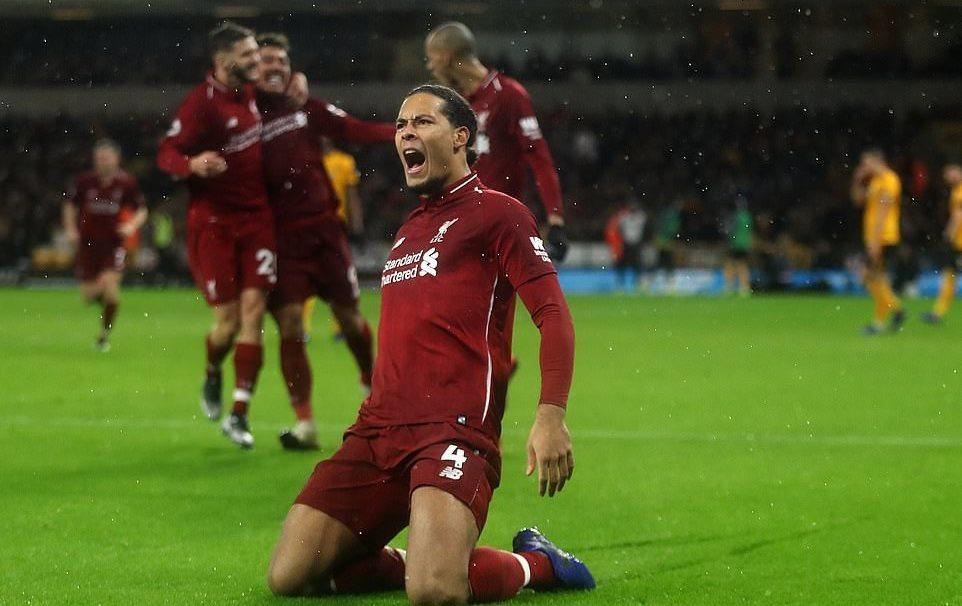 Salah hóa 'ông già Noel', Liverpool xây chắc ngôi đầu