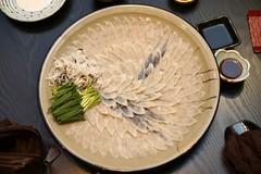 Đáng sợ: Ăn sống đĩa cá nóc độc chết người giá 4 triệu đồng