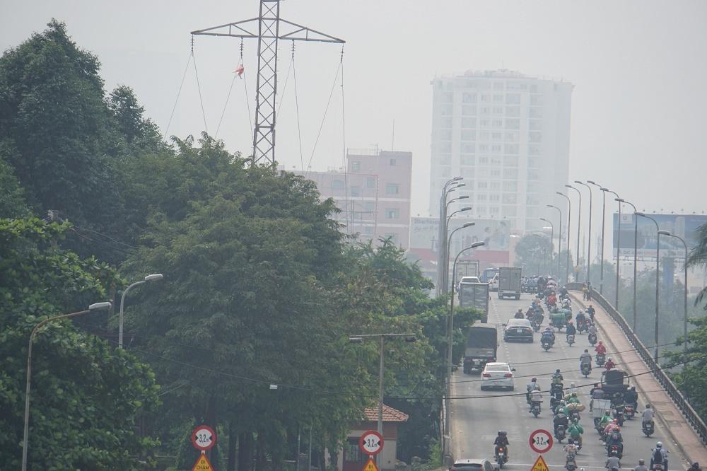 Sài Gòn mờ sương từ sáng đến tối, cứ ra đường là cay mắt
