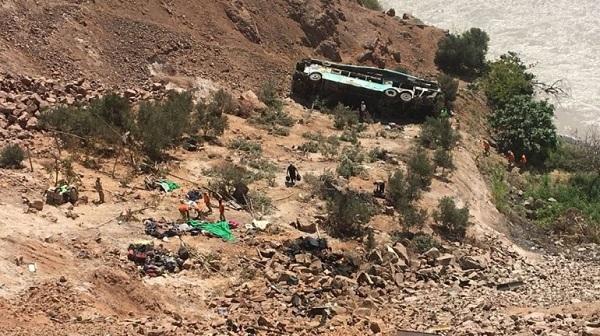 Xe buýt lao xuống vực tại Nepal, 21 người chết
