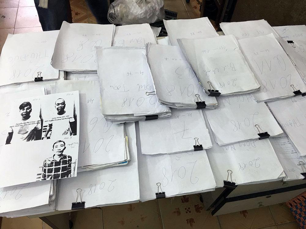Bắt băng nhóm tín dụng đen cùng 48kg hồ sơ vay nặng lãi