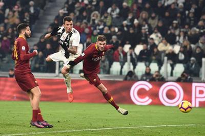 """Ronaldo """"tịt ngòi"""", Mandzukic giúp Juventus vô địch lượt đi"""
