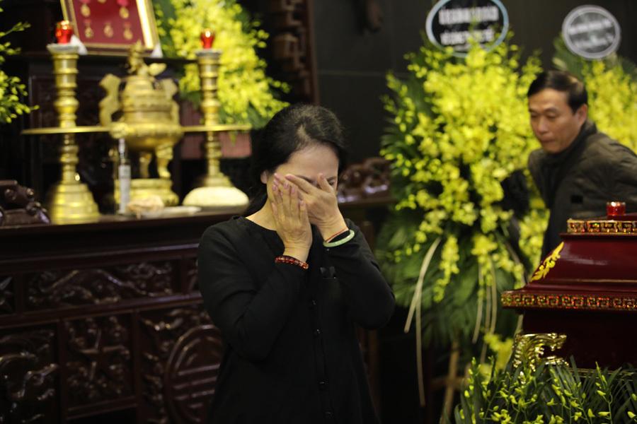 Nghệ sĩ ôm mặt khóc tiễn biệt NSND Anh Tú