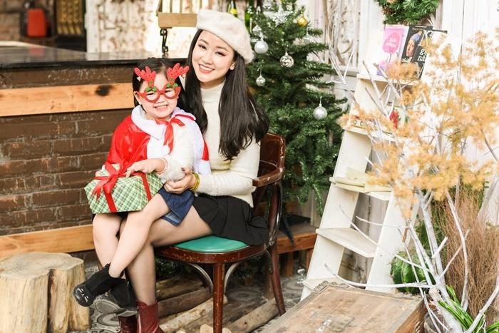 Maya đón Giáng sinh bên con gái 4 tuổi