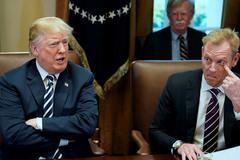 Ông Trump ép bộ trưởng quốc phòng từ chức sớm