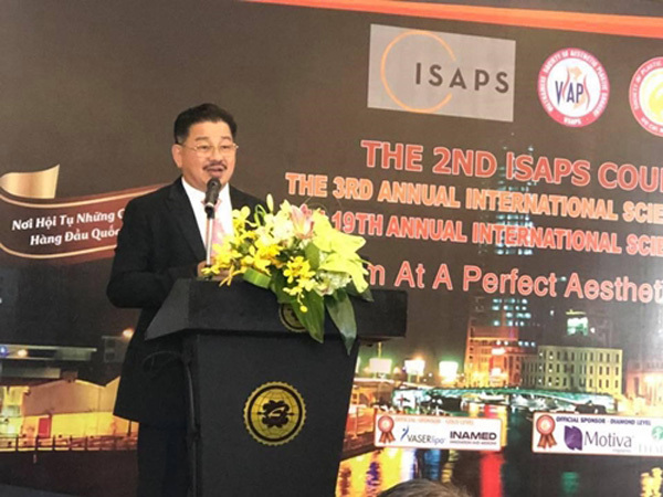 PGS.TS. Lê Hành trăn trở về ngành phẫu thuật thẩm mỹ Việt