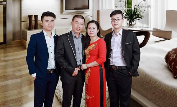 Nụ hôn từ biệt rơi nước mắt của người vợ gửi chồng hiến tạng cứu 5 người