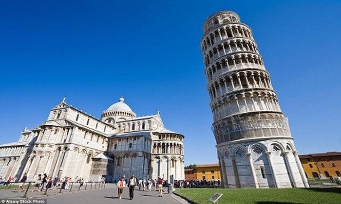 Tháp Pisa nghiêng là do đâu?