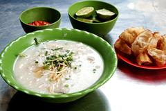 Xe cháo vỉa hè, quán mì gốc Hoa có thâm niên lâu năm ở Sài Gòn
