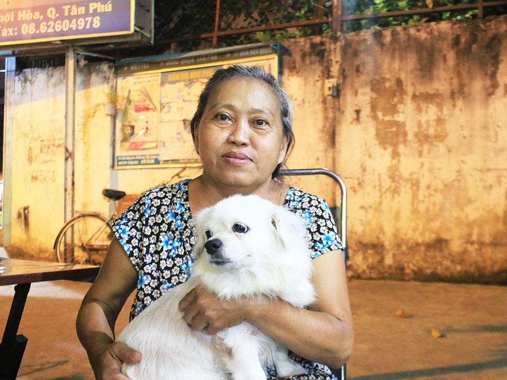 Người vợ Sài Gòn nấu cơm chay phụ chồng dạy học cho trò nghèo