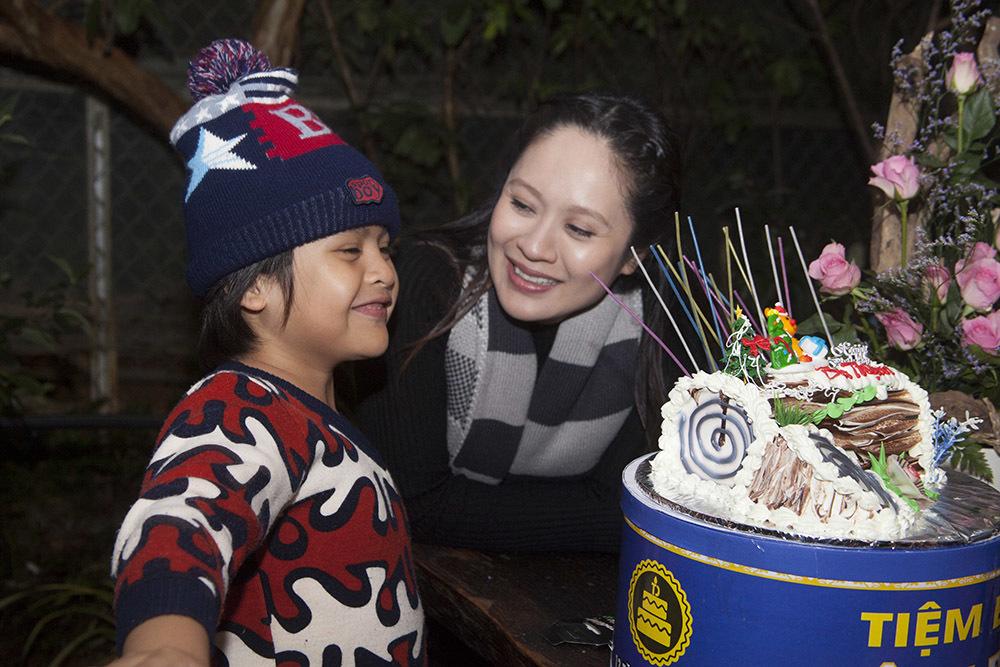 Thanh Thúy bầu 7 tháng vẫn tự tổ chức sinh nhật cho Đức Thịnh