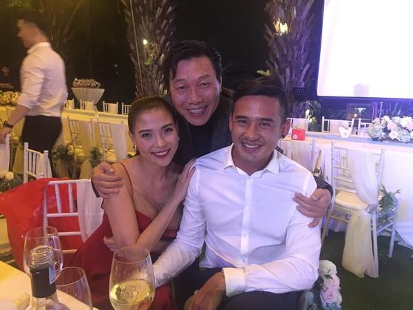 Diễn viên Kiến An chụp hình cùng vợ chồng Thúy Diễm - Lương Thế Thành.