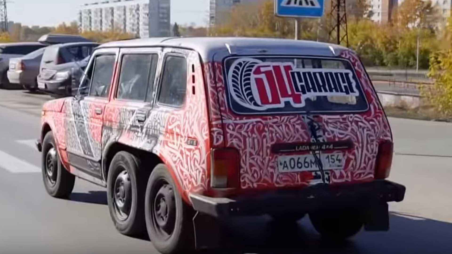 Xe đồng nát Lada Niva hóa thân thành siêu SUV 6 bánh