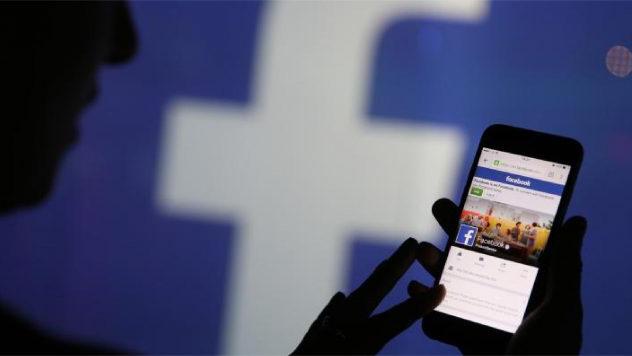 Facebook cho thu thập thông tin người dùng cả trong 'nhóm kín'