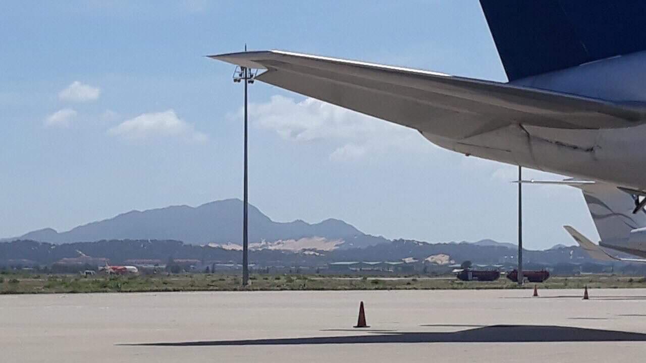 Sự cố máy bay đáp nhầm đường băng ở Cam Ranh: Đình chỉ tổ bay